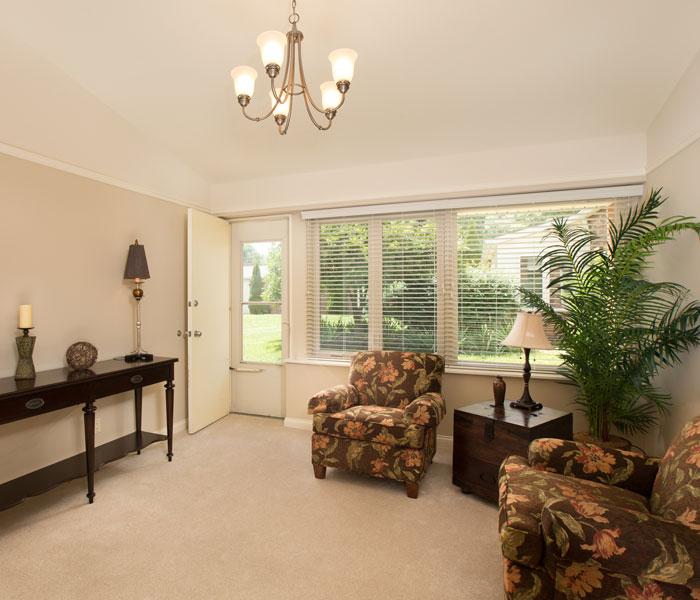 Deercrest Hall apartment living room